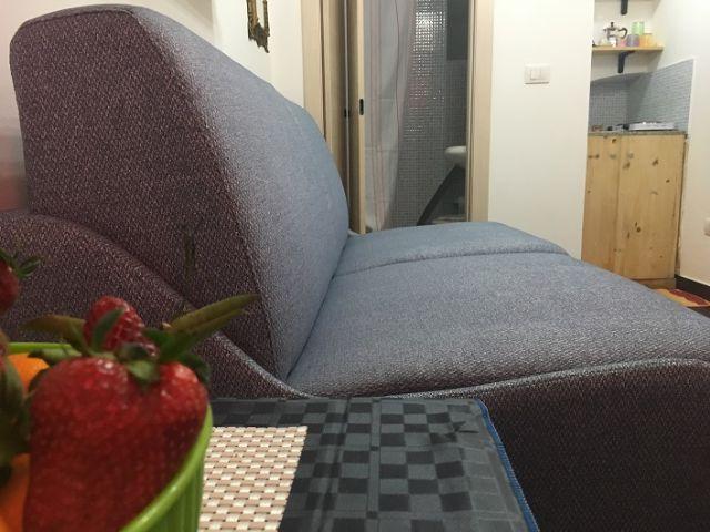 L'ampio divano della sistemazione