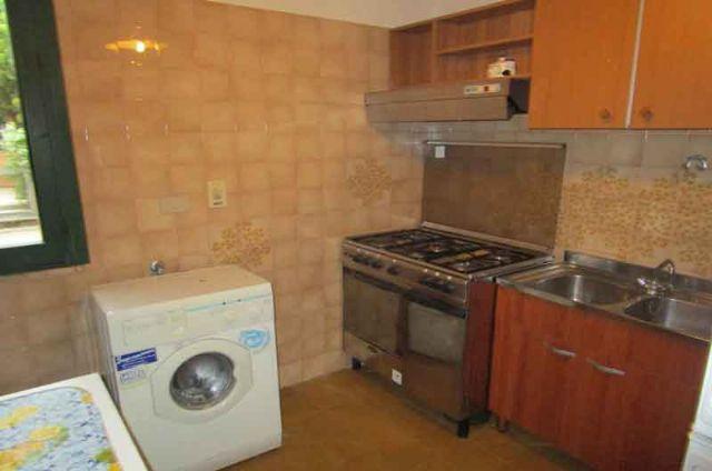la cucina economica e la lavatrice nel cucinotto