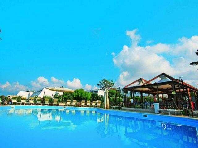 Villaggio vicino al mare provvisto di piscine