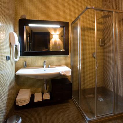Il bagno privato in camera all'Hotel Villaggio Baia dei Turchi