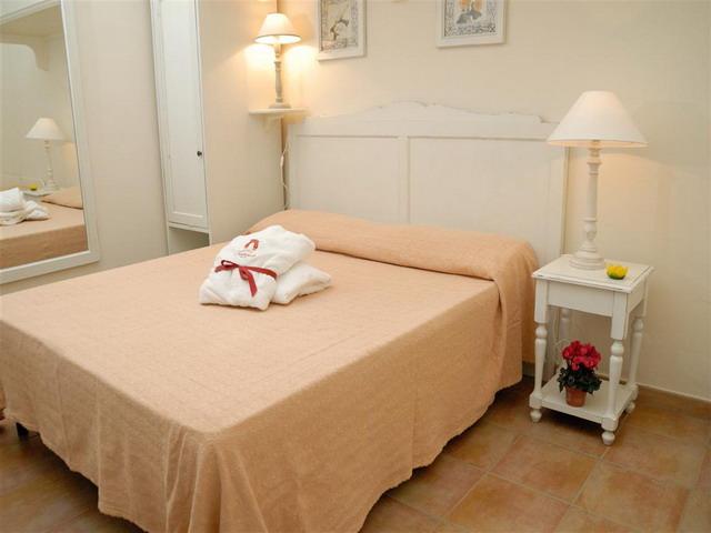Sistemazione 30 camere: standard di 18 mq e De Luxe di 31 mq.