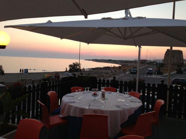 terrazza vista mare e tramonto sullo Ionio