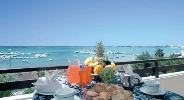 Le meravigliose viste sul mare dalla terrazza ristorante del Mediterraneo Hotel