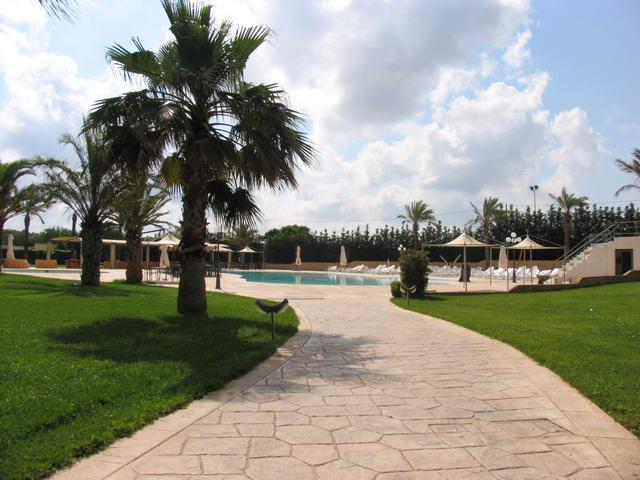 Viale che conduce alla piscina