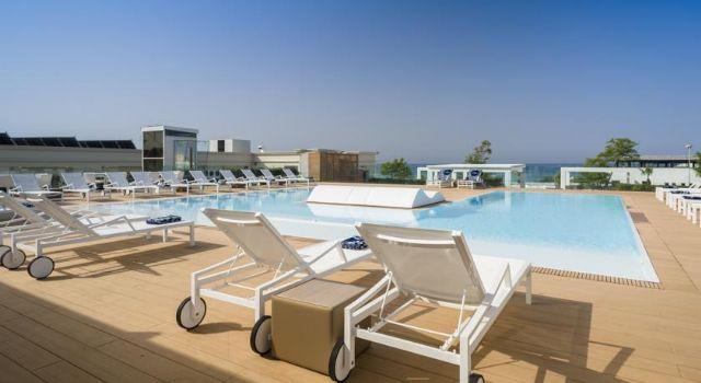 piscina e terrazze solarium