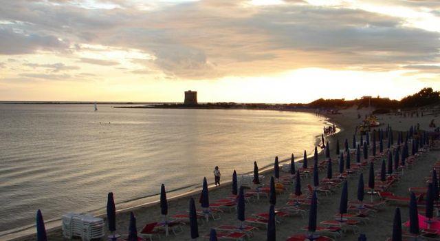 vista verso il mare e torre costiera di Torre Lapillo