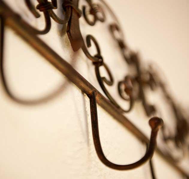 dettagli in ferro battuto, appendiabiti