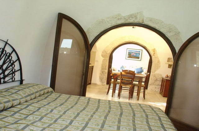 Vista della camera da letto e del soggiorno