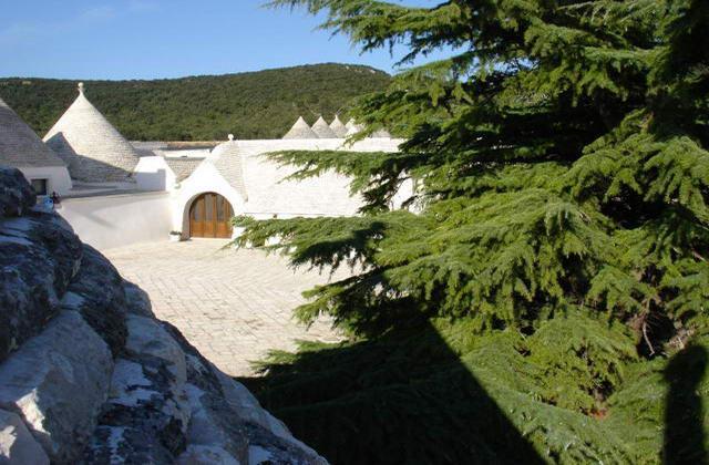La tipica macchia mediterranea circonda Masseria Pilano