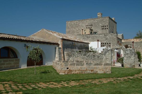 L'antica Masseria Santa Lucia di Alessano con le camere affacciate sul prato
