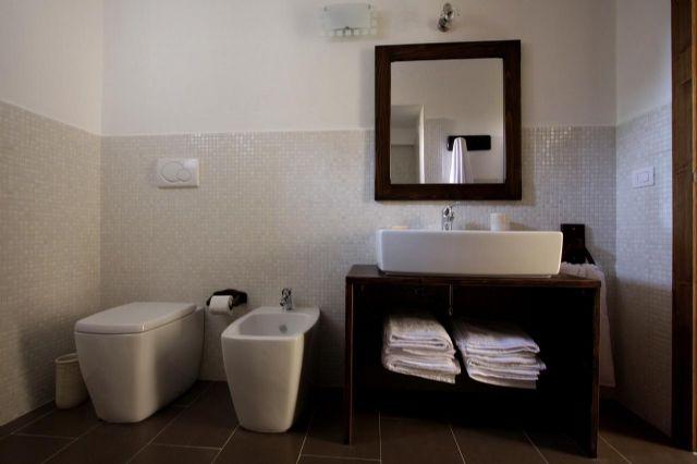 il bagno privato nelle camere della masseria