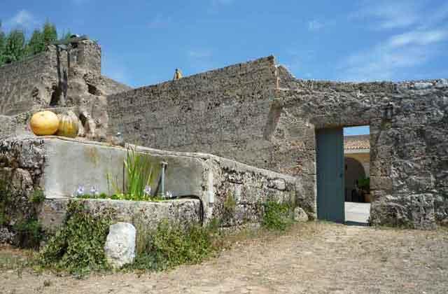 Le mura della Masseria Uccio