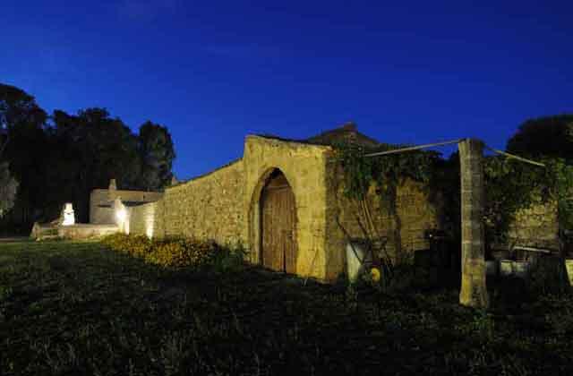 Vista in notturna di Masseria Uccio