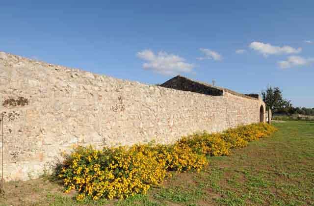 le mura costruite con la caratteristica tecnica a secco