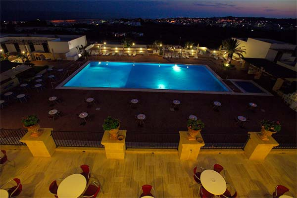 Vista della piscina del residence