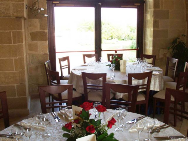 Il ristorante ampio e rinomato offre servizio alla carta e al tavolo