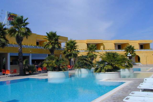 Residence Club Costa d'Oriente con piscina