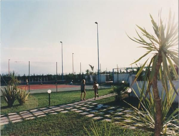 attrezzature sportive e campo polivalente del residence