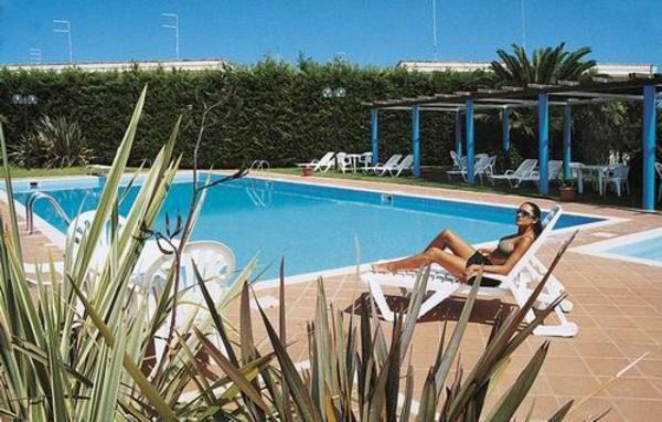 piscina ad uso condominiale della piscina del residence junior 2