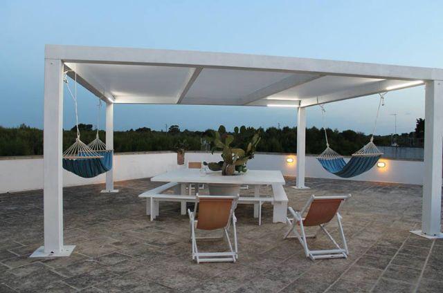 la terrazza con gazebo al Punta Cassano