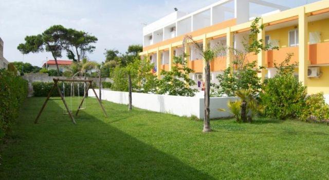 il verde giardino che circonda gli appartamenti del solari