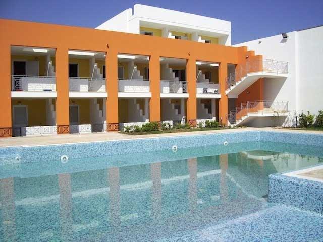 Residence Solaris sorge in localita' Torre Specchia di fronte al mare