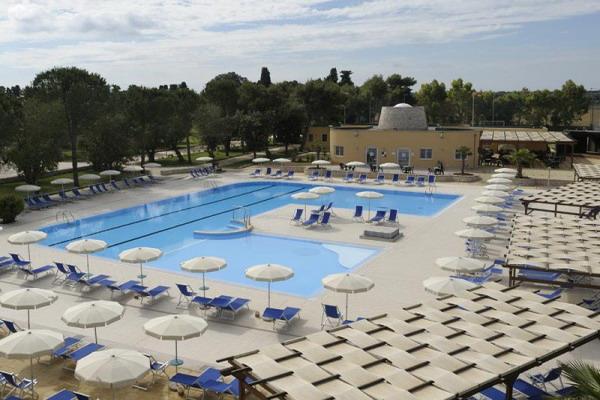 Villaggio provvisto di piscina