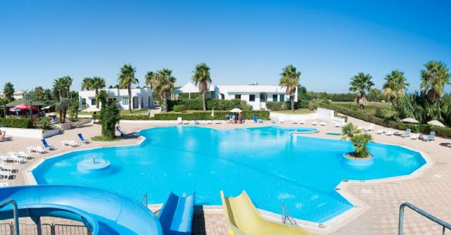 Rivazzurra club villaggio residence 3 stelle a torre dell 39 orso - Residence puglia mare con piscina ...