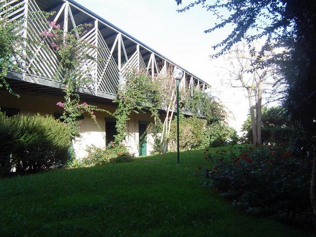 Ampi spazi verdi sono presenti all'interno del Residence Serra Alimini Due