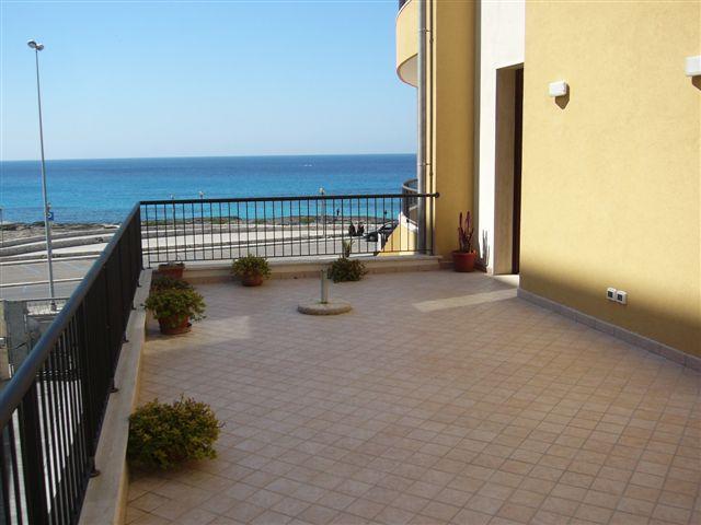 terrazza del quadrilocale in affitto a Lido San Giovanni