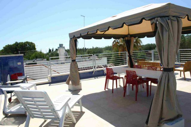 Affitto villa di lusso con veranda e terrazza solarium a for Gazebo lusso