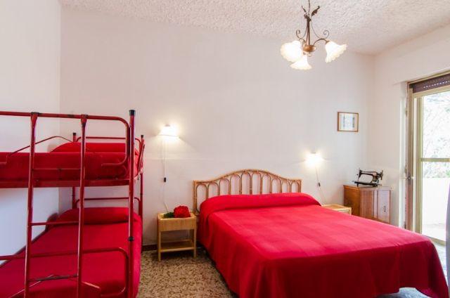Camera con matrimoniale e letto a castello