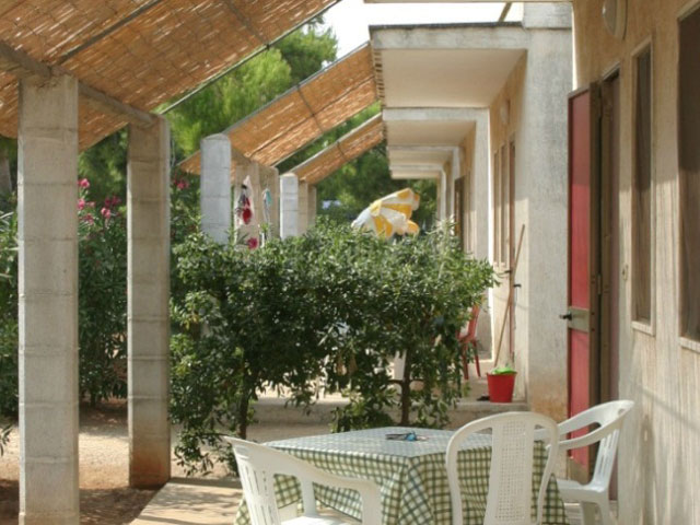 Appartamenti con veranda esterna attrezzata e coperta