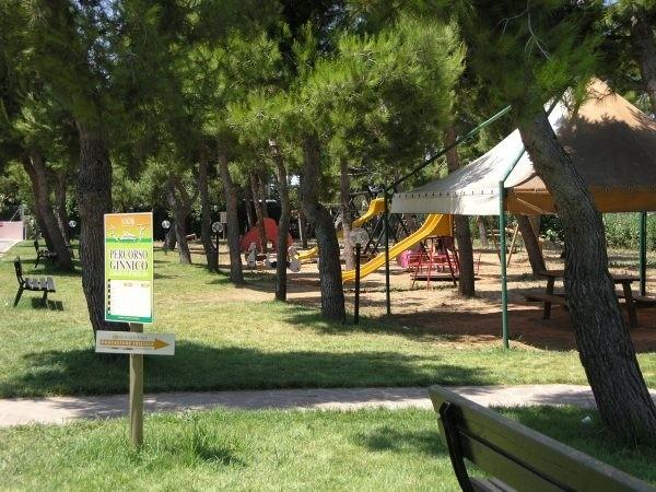 Spazi verdi attrezzati con giochi per i bambini