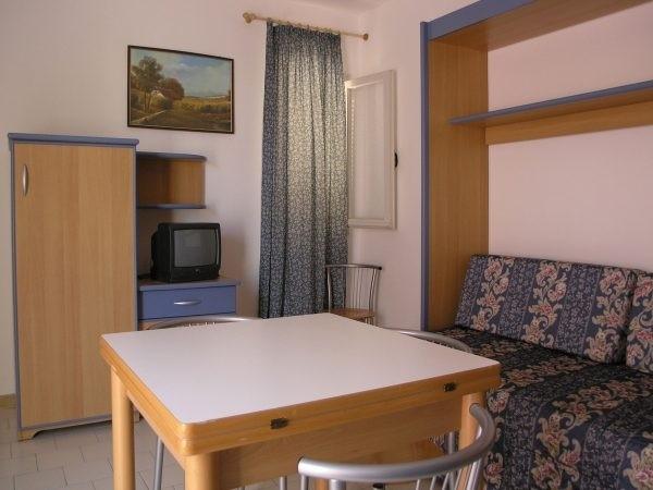 Appartamenti con soggiorno provvisto di tv