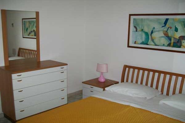 Camera da letto matrimoniale dell'appartamento bilocale