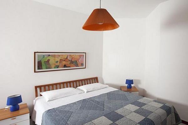 Camera da letto matrimoniale degli appartamenti monolocali