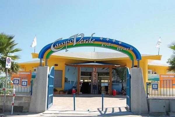 L'entrata al lido della spiaggia privata del Villaggio Campoverde