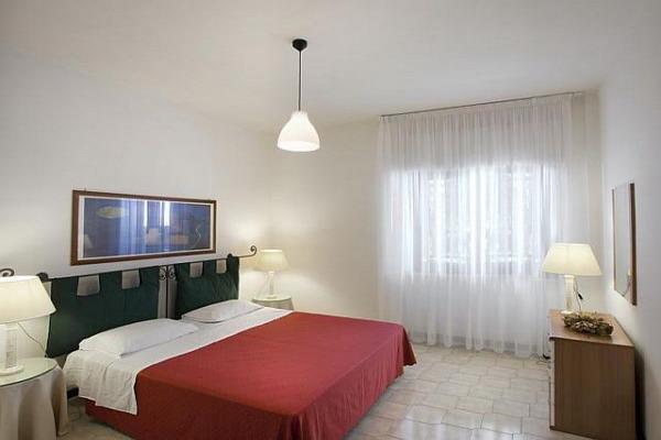 Camera da letto matrimoniale nell'appartamento monolocale del Campoverde