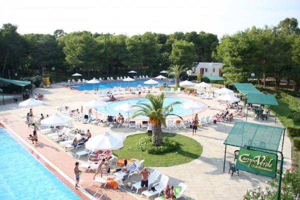 La piscina del villaggio campoverde