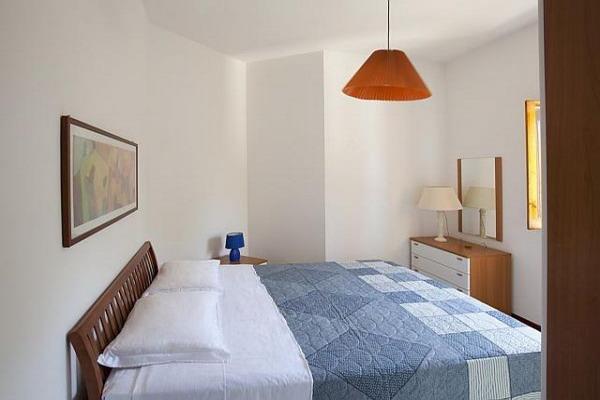 Camera da letto matrimoniale dell'appartamento ad un vano del Campoverde Residence