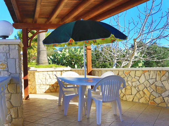 Spazio esterno attrezzato con mobili da giardino - Piano Terra